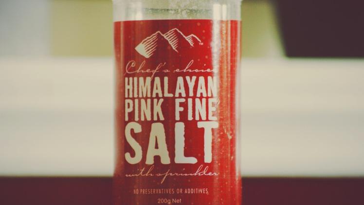 Sal de Hilaya, é uma sal mais saudável.... ja ja vou postar sobre ela.